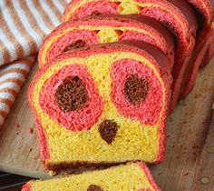 Owl Face reveal Bread -- A delicious sandwich loaf with a surprise owl face inside. what a HOOT! Surprise Inside Cake, Sandwich Loaf, Face Reveal, Milk And Eggs, Red Food Coloring, Delicious Sandwiches, Cute Owl, Food Pictures, Bread Recipes