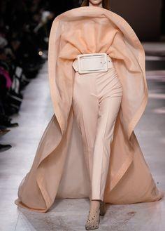 Givenchy Spring 2020 Couture Fashion Show - Vogue Fashion Week, Fashion 2020, Look Fashion, Runway Fashion, High Fashion, Spring Fashion, Fashion Trends, Daily Fashion, Street Fashion