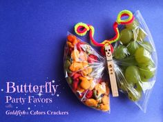 Tried some new flavors for FREE from Smiley360! They were a hit. Might try this butterfly idea for my daughters next snack day at school. Butterfly Party Favors With Goldfish® Colors Crackers © #Smiley360 #GotItFree #GoldFishMix