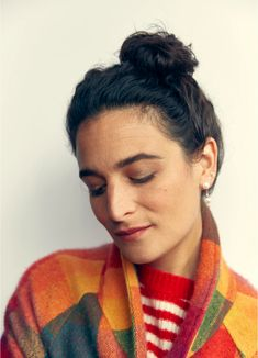 Jenny Slate photographed by Justin Bettman for Bustle, October 2019 Jenny Slate, Joy And Sadness, Comedy Specials, How High Are You, Big Noses, Rainbow Sweater, Thom Browne, Makeup Inspiration, Beauty