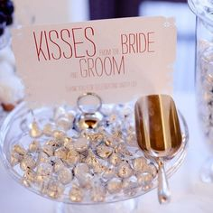 Wedding Reception love this idea, but don't like Hershey I'd use Italian chocolate (bacci - kisses) with little love poems / sayings in the wrapper - Hersheys-Kisses-Favors Inexpensive Wedding Favors, Cheap Favors, Unique Wedding Favors, Unique Weddings, Rustic Wedding, Wedding Tokens, Wedding Keepsakes, Trendy Wedding, Wedding Puns