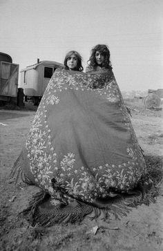 Gipsies, See, we have the same blood! Gypsy Life, Gypsy Soul, Gypsy Women, Gypsy Girls, Gypsy People, Gypsy Culture, Gypsy Living, Into The West, Vintage Gypsy