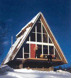 MIT student Henrik Bull brought the form East when he designed this two-story A-frame in Stowe, Vermont, in 1953—possibly the first in the area. (Photo: Henrik Bull/Princeton Architectural Press)