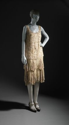 ab. 1926 Woman's Evening Dress (France)    (The Los Angeles County Museum of Art)