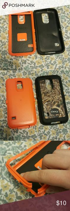 Galaxy S5 Otterbox Camo Defender Two flaws both a pictured. Bottom right corner is cracked doesnt effect the funtion off it. And secondly the plastic peice is taken off. (Had a tempered glass screen protector on it) OtterBox Accessories Phone Cases