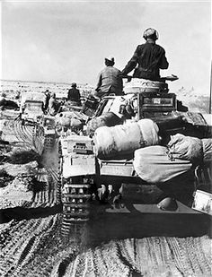 2.WW, North Africa, war theater (Africa campaign) german Afrika Korps Feb.41-May43: Rommel's second offensive . advancing german tanks. January 1942 - pin by Paolo Marzioli