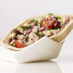 Quick and healthy lunch: Tuna, Tomato, Red Onion and Olive Pita Pita Recipes, Sandwich Recipes, Real Food Recipes, Cooking Recipes, Snack Recipes, Healthy Snacks, Healthy Eating, Healthy Recipes, Healthy Tips