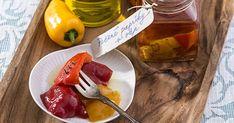 Pečené papriky v oleji - dôkladná príprava krok za krokom. Recept patrí medzi tie najobľúbenejšie. Celý postup nájdete na online kuchárke RECEPTY.sk.