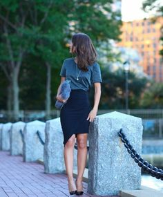 Pencil Skirt & Lurex Top[[MORE]]Skirt and blouse Tigresse/Christian Louboutin Shoe Pandora Jewelry/handbag/Carol BassiFashion By Camila Dinner Date Outfits, Night Outfits, Cute Outfits, Summer Outfits, Date Night Outfit Dinner Classy, Lurex Top, Outfit Trends, Outfit Ideas, Klum