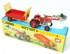 Corgi Toys Gift Set 9 Massey Ferguson Tractor with front shovel and hay wagon