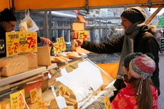 """Albert Cuyp market on Instagram: """"S A M P L E S  Whenever you don't know if you like a food product and are still doubting if you want to buy it, just ask if you could try…"""" German Cheese, English Cheese, Dutch Cheese, French Cheese, Italian Cheese, Swiss Cheese, Types Of Cheese, Best Cheese, Homemade Cheese"""