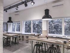 Suspension Vittoria + Oscar projectors Showroom Hidrogea #retaillighting #industrialstyle