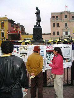 09/09/2006: Con el permiso del municipio de la ciudad, los practicantes colocaron carteles exponiendo la persecución de Falun Gong y letreros pidiendo el fin de la persecución.