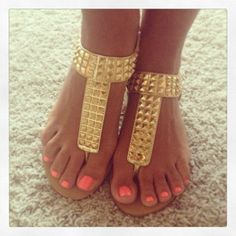 My usual summer look.. Sweet sandals and polished toes... NICE
