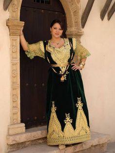 ازياء تقليدية جزائرية e12c33f8c44bb2b25453