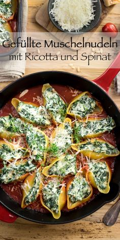 Gefüllte Muschelnudeln (Conchiglioni) mit Ricotta & Spinat Elle Republic Stuffed mussel pasta with ricotta and spinach is a wonderfully simple and tasty dish that is quick to make. The mussel pasta (I Baked Bean Recipes, Roast Recipes, Salad Recipes, Side Dishes Easy, Tasty Dishes, Asian Cucumber Salad, Southwest Salad, Vegetarian Recipes, Healthy Recipes