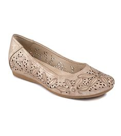 Shop Baretraps® fashionably designed all-day wear women's shoes your feet love. Get the latest trends in boots, booties, flats, and more without sacrificing comfort. Women Oxford Shoes, Oxford Flats, Trendy Shoes, Cute Woman, Wardrobe Staples, Womens Flats, Ballet Flats, Fashion Shoes, Latest Trends