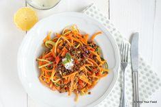 Groente spaghetti met linzen en yoghurtdressing - Mind Your Feed
