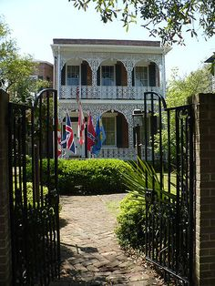 One of many ante-bellum (pre-Civil War) homes Southern Homes, Southern Belle, Southern Gothic, Southern Architecture, Mobile Alabama, Southern Plantations, Sweet Home Alabama, Florida Beaches, Old Houses