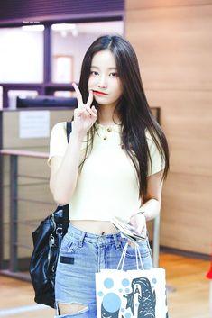 Sweet Girls, Cute Girls, Cool Girl, Korean Beauty, Asian Beauty, Kpop Girl Bands, Korean Girl Fashion, Korean Celebrities, Korean Model