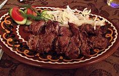 Schaschlik in Kasachstan. Bild aus meinem Blogbeitrag: Mit Händen und Füßen sprechen in Almaty - Wenn man Almaty besucht und weder Russisch noch Kasachisch spricht, ist die Stadt ein undurchsichtiger Moloch. Im Restaurant wirds dann schnell schwierig: http://rutisreisen.de/mit-haenden-und-fuessen-sprechen-in-almaty/