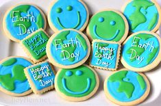 #EarthDay Cookies / Round vanilla almond sugar cookies are frosted with either blue or green icing from @Cheryl Sousan | Tidymom.net