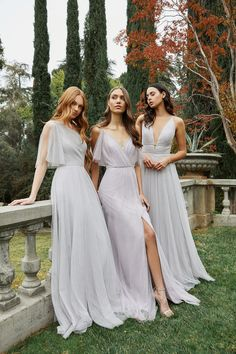 Jenny Yoo does it again with a gorgeous Spring 2020 collection of mix & match bridesmaid dresses. Shop gorgeous colors fabrics styles & absolutely flattering silhouettes for your whole fashionable bridal party. Printed Bridesmaid Dresses, Mismatched Bridesmaid Dresses, Blue Wedding Dresses, Bridesmaid Gowns, Prom Dresses, Formal Dresses, Mix Match Bridesmaids, Brides And Bridesmaids, Bridesmaid Inspiration