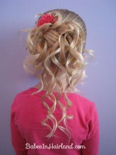 Dang it, I want to be able to do this with my hair!  Haha, doing it with the Rapunzel would be hilarous!!  and huge...