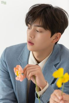 Song Kang Ho, Sung Kang, Handsome Korean Actors, Handsome Boys, Lee Min Ho Funny, Liar And His Lover, Grey Wallpaper Iphone, Hyun Soo, Asian Men Hairstyle