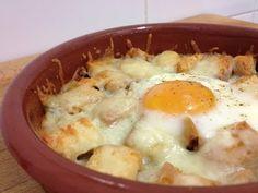 ⇨ Huevos napoleón. Si os gustan los huevos al plato esta receta os va a encantar. Son súper rápidos de hacer. Ideales para esos días que no nos apetece nada Egg Recipes, Kitchen Recipes, Cooking Recipes, Mexican Recipes, Homemade Cheese, Cooking Time, Tapas, Breakfast Recipes, Gastronomia
