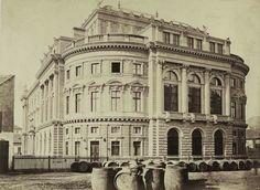 BUDAPEST VIII. Népszínház (a későbbi Nemzeti Színház) a mai Blaha Lujza téren a József körút felől nézve. A felvétel 1875 körül készült. A kép forrását kérjük így adja meg: Fortepan / Budapest Főváros Levéltára. Levéltári jelzet: HU.BFL.XV.19.d.1.05.104 évszám: 1900 képszám: 82159 Fp orig: BUDAPEST FŐVÁROS LEVÉLTÁRA / KLÖSZ GYÖRGY felvétele Old Pictures, Old Photos, Anno Domini, Vintage Architecture, Budapest Hungary, Historical Photos, Palace, Roots, The Past