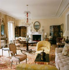 Furniture Floorplan is genius - the big center table breaks the long room up. Screens gorgeous Albert Hadley uses a pair of Chinoiserie Screens to flank a fireplace Albert Hadley, Traditional Interior, Classic Interior, Long Room, Interior Decorating, Interior Design, Decorating Ideas, Loft, Beautiful Interiors