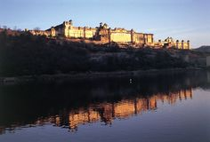 Discover the majestic forts and exquisite palaces of Rajasthan.