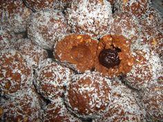 Bombe cu visine din visinata - Lifestyle si retete culinare cu gust Muffin, Cookies, Chocolate, Breakfast, Desserts, Recipes, Eyes, Food, Crack Crackers
