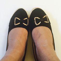 Black shoes - best for all times Gorgeous flat shoes for casual west or just for night out . Very comfortable. Comes from India . I m size 8.5 and its perfect for me . Pls ask any Q before u hit buy now  New without tag but bought for retail as shoes are sold like this in India . Shoes Flats & Loafers