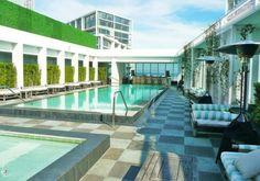 Résidence luxueuse située en face du parc de Bayfront avec ses restaurants et cafés sur l'eau et à dix minutes de la plage.