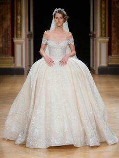 Mit ausladender Taille kam das Haute Couture Brautkleid aus der Kollektion von Designer Ziad Nakad daher.Brautkleider günstig