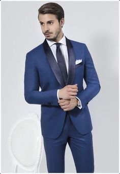 Mens Fitness: Slim Fit Wedding Men Suits - Mens Suits Tips The Suits, Men's Suits, Suit And Tie, Formal Suits For Men, Terno Slim Fit, Style Gentleman, Burgundy Suit, Burgundy Shoes, Dark Red Suit Men