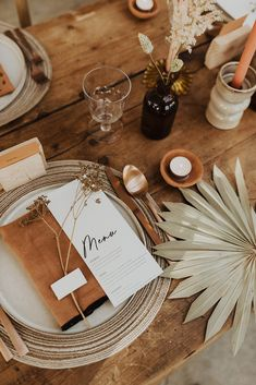 Dress your wedding with the Clay Rose Collection. This semi-custom pack contains everything you need to style your tables.
