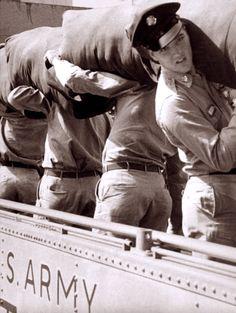 Elvis Sails: Brooklyn army Terminal September 22, 1958. Elvis take an U-S naval ship to Germany.