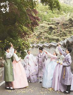 Korean traditional clothes.(hanbok) #dress #korean #modern #snap #wedding #pattern #seoul #newlywed #couple #웨딩21 #한사랑 #삼청각 #style818 #무이스튜디오 #끌로에보뜨 #웨딩미 #제크래프트 #전통혼례 #피로연 #뒤풀이 #꽃 #flower #picture #베틀한복 #잡지 #촬영현장 #예쁜한복 #고급한복 #신랑신부한복 #신부한복 #신랑한복 #여자한복 #남자한복 #한복맞춤 #맞춤한복 #한복 #전통한복 #염색 #원단 #friend #marriage