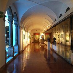Uno dei corridoi del MAR in un tardo pomeriggio di primavera.