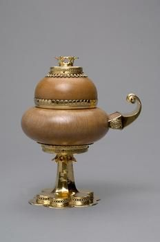 Double head in solid wood  Nuremberg?  in 1450    Vessel, cup    Wood, elm - Burl Wood Frame: Silver, gold-plated