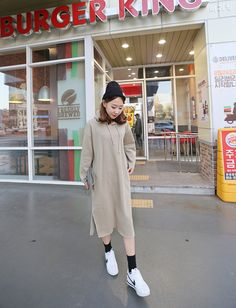 Spring is just around the corner, dress up for the season with this fleeced long hoodie. Fashion 101, Asian Fashion, Dress Skirt, Dress Up, Be, Ulzzang Fashion, Long Hoodie, Winter Fashion, Corner
