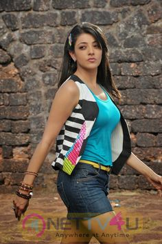 Sizzling Hot Kajal Agarwal flaunting her belly button in a saree. Kajal posing in Pink & Yellow Skirts and in beach wear. Indian Bollywood Actress, Indian Actress Hot Pics, Beautiful Bollywood Actress, Beautiful Actresses, Tamil Actress, Actress Photos, Beautiful Girl Indian, Most Beautiful Indian Actress, Beautiful Gorgeous