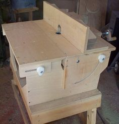 Router Table that goes from horizontal to vertical