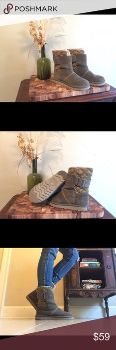 Sorel Boot. Size 6. Like New! Only worn once. An olive green with a knitted quilted pattern on the back. Very comfy and remind me of uggs. Easy slip on. Wonderful addition to a winter wardrobe. Sorel Shoes
