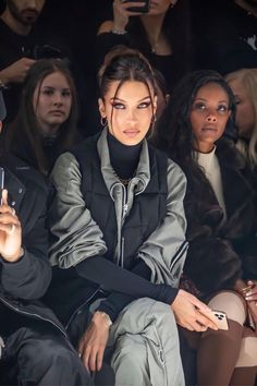 Bella Hadid Outfits, Bella Hadid Style, Mrs Bella, Pretty People, Beautiful People, Inka Williams, Models Off Duty, Mode Outfits, Mode Inspiration