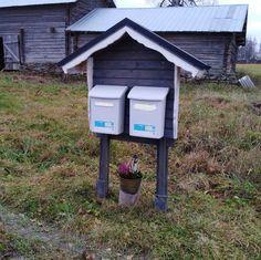 Postilaatikkokatos Tällaiset pienrakennukset piristävät kylämaisemaa #Sivakka #postilaatikkokatos Mailbox, Woodworking, Google, Outdoor Decor, Diy, Home Decor, Mail Drop Box, Decoration Home, Bricolage