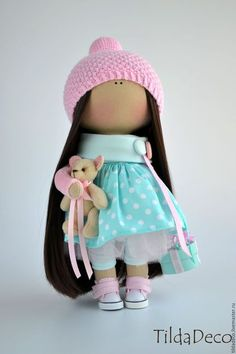 Купить или заказать Интерьерная текстильная кукла-девочка Kristal в интернет-магазине на Ярмарке Мастеров. Нежная, мятно-розовая малышка Кристал. В ручке куколка держит мишку ручной работы и коробочку, украшенную цветами. Куколка может стать хорошим другом для вашего ребенка или уютным украшением вашего дома, кафе или магазинчика! Пошита игрушка из качественных европейский материалов, гипоаллергенный наполнитель. Ручки на проволочном каркасе, уверенно стоит и сидит.